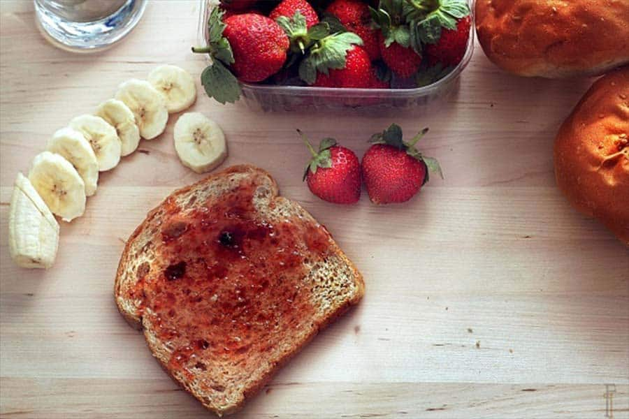 26 Smart Ways To Eat Healthy On A Budget – Something You Are Not Doing!