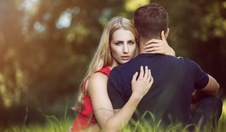 4 Key Signs Your Partner May be Cheating