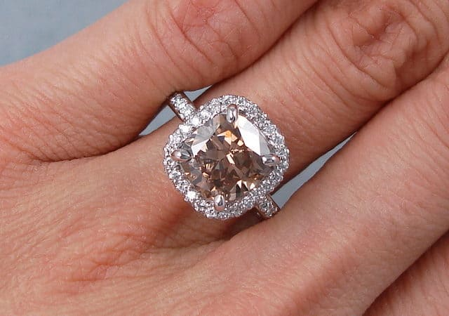 How to Select Cushion Cut Diamond Engagement Ring in Online?